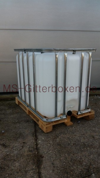 IBC 640L Transparent auf Holz Palette